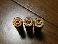 薬莢の刻印についての質問です。 骨董市で見付けたのですが全てバラバラの刻印がありこの刻印の意味を教えて下さい。 またどこの軍隊の薬莢かもおわかりでしたら教えて下さい。