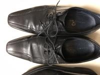革靴について教えてください。  革靴にはプレーンチップやストレートチップなどの種類があるようですが、写真のような革靴はなんとゆう分類になるのでしょうか? 靴の先端までまっすぐ継ぎ目 が伸びていて、2...
