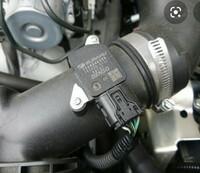 スバルインプレッサスポーツのエアクリーナーにつきまして(GP3)、知っている方いましたら教えて下さい。インプレッサG4とスバルXV以外で、エアフロメーターを着ける穴とそれを固定する2本 のネジ穴が同形状...