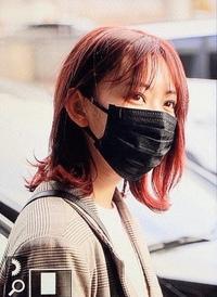 さくらたんこと宮脇咲良さんについて質問です  IZ*ONEの宮脇咲良が韓国から日本へ緊急帰国したみたいですけど、AKB48の活動を休止しているのにさくらたんはNHK紅白に出場できるのですか? ○アイズワン専念のためHKT48の活動休止中 ○不正発覚によりアイズワンの活動休止中