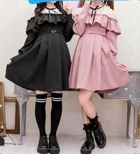 中3の女子です。  この服って量産型でしょうか? それとも地雷系ですかね?  因みに黒を買う予定です。  是非回答お願いします、、、!