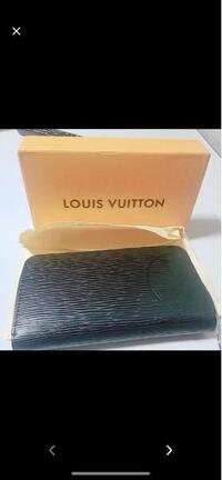 この財布をいくら検索しても出てきません…。ルイヴィトンの正規品でしょうか?それともパチもんオリジナルでしょうか? もし、正規品なら型番とシリアル番号分かる方居たら教えて欲しいです!お願いします!