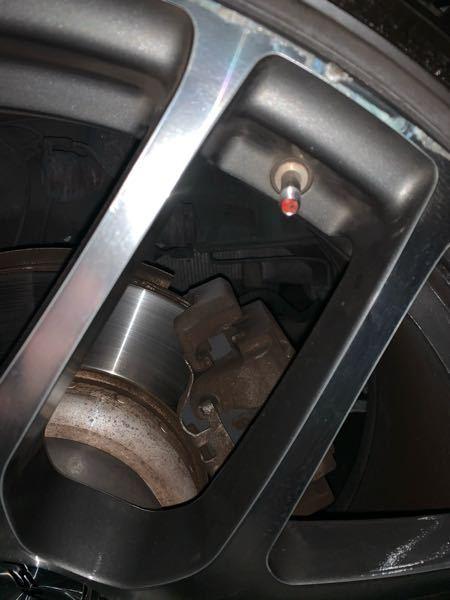 ガソリンスタンドでタイヤ空気圧確認しようとバルブ開けたら詰め物?のようなものがあり、空気が送れませ