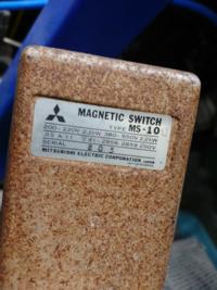 下記の画像のマグネットスイッチの 代用品等有れば教えてください。