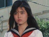 中村由真さんとNHKのセントフォースお天気姉さんの「渡辺蘭」さんは似てませんか?  スケバン刑事・三姉妹