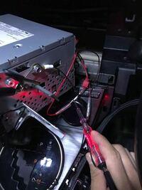 バックモニター ナビACCより電源を取ってバックモニター、カメラを繋げてるのですが、ついたり消えたりします。  配線を見直し、検電もしましまが電気は流れています。 モニターも新品に交換しましたが状況は変わりません。 なにが問題なんでしょうか??