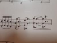 吹奏楽部員1年生、クラリネットパートのものです。楽譜でわからないところがあって、ちょっとお尋ねしてもよろしいでしょうか? ここはどのように吹けば良いんでしょう(--;)