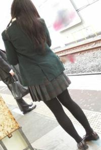 久しぶりに女装しました。 街に出かけようと思っています。 女性に見えますか? 男だとばれないかな?  このスカート姿はいかがですか? 可愛いですか?