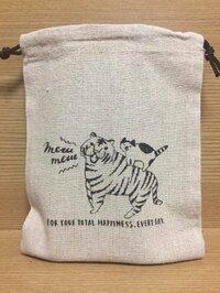 アイロンプリントシート… 画像のような巾着を作りたいです。  以前ダイソーのアイロンプリントシートを使い作りましたが洗濯するとシワシワになってしまいました  洗濯しても大丈夫そうな アイロンプリント...
