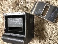 古民家解体で出てきたこのカメラについてどなたかご存知ないでしょうか?Hans Venus とあります。蛇腹 レンズ シャッターらしき仕掛け は認識できますが