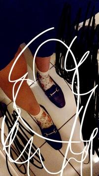 このローファー?(靴)に花柄の靴下っておかしいですか?ちなみに短めのスカートはきます。他にはどういう靴下が合うんでしょうか、、、明日は履きたいので早めにお願いしたいです!!