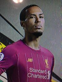 このサッカー選手誰だか教えてください