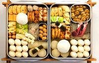おでんは何が好きですか ?   昆布、白滝(5)、 大根(10)、 牛すじ・たこ串(30)、 焼豆腐(40)、 はんぺん、じゃがいも、つみれ、ロールキャベツ(50)、 油揚、ごぼう巻、焼竹輪(60)、玉子、 薩摩揚げ、 がんも(80)、 ウィ...