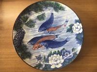 この皿の価値を教えて下さい。 幅は40センチ程の大皿です。 裏書きには、勢川窯 太川作とあります。