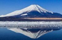 この富士山はどこで撮られたものだか分かりますか? ネットで見つけたのですが、ここに行きたくても少なくとも富士五湖で似たような景色の写真が多く難航しております...  静岡側だとは思うのですが...