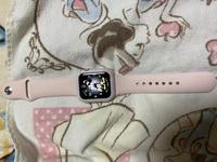Applewatchについてです。 昨年10月〜Applewatch series5を使ってます。 便利で毎日付けてます!  ただ画像みたいにカバーを付けてるんですが 周りを見ると 皆さん あんまり カバーされて いなくて…  私は...