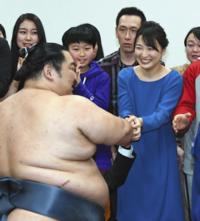 徳勝龍は、木瀬親方よりも 亡くなった近畿大学の教授を慕っているのですか?