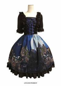 ロリィタファッションのコーディネートに詳しい方に質問です! ※わかりづらい部分がありましたらすみません)^o^(  画像のロリィタワンピースを買うつもりでいます。 これは着る時に中に長袖のブラウスを着てもい...