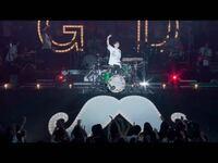 ヒゲダンの武道館ライブでボーカルはドラム叩いたんですか? 髭男
