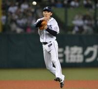 2月16日は埼玉西武ライオンズ 源田壮亮選手 (大分市出身。大分商業高等学校)27歳お誕生日です。 大引選手が「12球団一の遊撃手」と発言していましたが 源田壮亮選手の魅力はどこですか? 守備範囲の広さは小坂誠コーチを思い出しました。