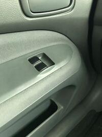 助手席側に運転席と助手席の パワーウィンドウの操作ボタンが ついているのですが 珍しいですか?  国産車です。