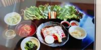 焼肉韓国レストラン 本家ボンガは  下の写真のように 一つの肉をオーダーすると 写真のようなおかずと野菜が 付くシステムですか?  肉の料金は、野菜とおかず込みの値段ですか?