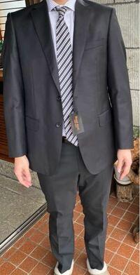 スーツ上下の色が違いますけど、 気にするかな?