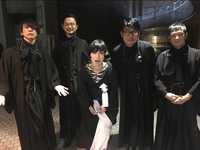 東京事変が2016年紅白で来てた写真の着物は喪服だと思うのですが、男性陣が着てる喪服はどこで売ってたり、レンタルされていたりしますか?