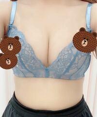 胸のサイズについて。 D70のブラを付けてみたらこのようになります。 フィットしてるように見えますか?