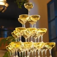 シャンパンタワーに必要なシャンパンの量はどのようにして求めますか? 数式でお願いいたします。  シャンパンは一番上のグラスに注いで溢れたシャンパンで下の段のグラスを満たすを繰り返し全てのグラスが満た...