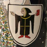 ドイツのクリスマスマーケットで買ったグラスの、この絵は何でしょうか? キリスト教に関するものだと思いますが、ご存知の方いらっしゃれば教えていただけると幸いです。