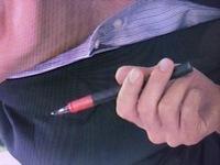 ボールペン(またはシャープペン)ですが、メーカー名および商品名を教えて下さい。 写真を参照して下さい。