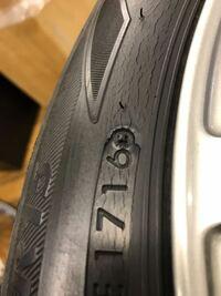 タイヤの寿命について。 3年前に購入したブリヂストンのEX20Cなんですが、約15000kmぐらいでサイドにひび割れが発生してきました。内側と溝にはひび割れはないです。外側だけひび割れるのは紫外線か何かのの影響...