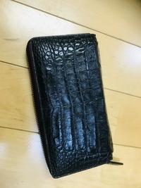 皮財布のゴダンの財布、イッカの皮のキーケースをプレゼントに貰いました。  GODANE のカイマンクロコ ikkaのキーケース  手入れのオイルを100均で買おうと思っています。 どこの百均がい いですか?  セリア、ダイソー、キャンドゥ辺りで考えています。