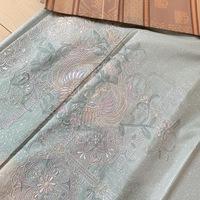 本場縞大島紬の汕頭刺繍  で、1つ紋の訪問着があります。  着物のことは、あんまり分かりませんが、訪問着は、正装ですよね。 紬は普段着だとしり、式典などはNGだと知恵袋でしりまきた。 とても、綺麗なミン...
