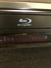 Blu-rayの機器でブルーレイディスクが再生できません。何か対処法があれば教えていただきたいです。 そのために必要な情報があれば補足にて追加します。よろしくお願いします。