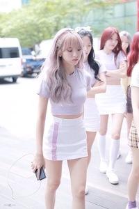この女の子は韓国のなんていうアイドルグループの子ですか??