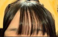 ストレートアイロンで前髪が上手く巻けません。 コツを教えてください。 この画像でいうと、もっと右に流れるように巻きたいです。