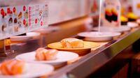 回転寿司に行ったら何皿食べますか?もし、差し支えがなければ、年齢と性別もお聞きしたいです。