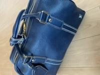 このボストンバッグはルイヴィトンのどのシリーズのバッグかわかりますか?  よろしくお願いします。