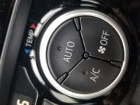 車のエアコンのボタンのAUTOとACボタンは押した方がいいんですか?