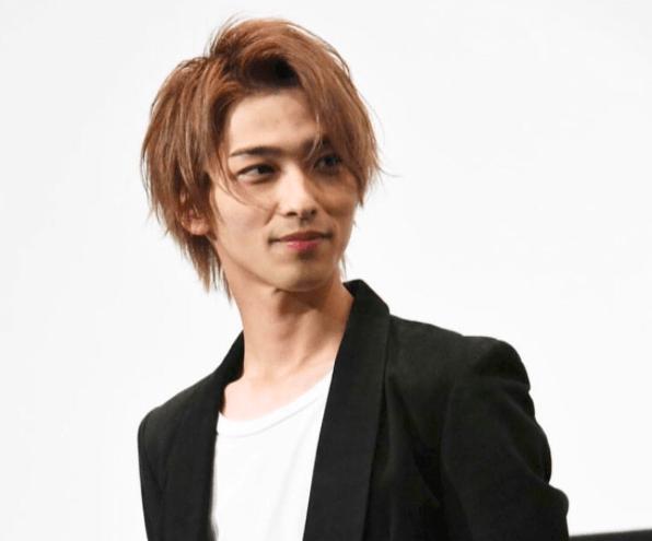 横浜流星の茶髪についてです。 メンズカラーの市販髪染めでこの髪色にしたい場合、何を使えばいいですか? ギャツビーのキャラメルカラー? よろしくお願いします