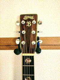 アコースティックギターのsyairiですシリアルナンバーが22897で型番無しです。ヘッドのロゴにBがあります。いつ頃のものかわかる方いたら教えて下さいませんか?made in japan sada yairi と刻印されています。