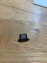 iPhoneの画面修理をしたらこのような部品を取り付け忘れたのですがなんの役目があるんですか?