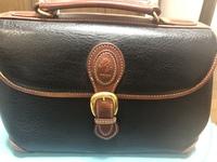 祖母から画像のバッグをもらったのですが、 このバッグは価値のあるものでしょうか? 私自身ブランドに疎いので詳しい方がいれば教えてください。