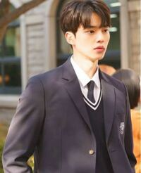 この韓国の俳優さんの名前分かりますか??