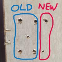 タンスのスライド丁番を付け替えようとしています。  写真の左(青)の4つが古いネジ穴です。右(赤)の2つが新しいネジ穴で、今ドリルで穴を空けたらボードだけあって中はスカスカでした…。 スライド丁番で重いタンスの扉なんて持ちこたえれそうにありません。  …どうすればいいでしょうか? お手上げでしょうか? 古いネジ穴に合うスライド丁番を買うしかないでしょうか?