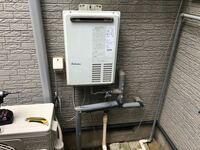 この壁掛けのガス給湯器を交換するのですが、 既設品には給水口と給湯口の2つと電気配線のみですが湯貼りできます。 現行代替品に変える際もこの給水口と給湯口の2つに接続して湯張りできますか?  設備の仕事始めたばかりで不安です   既設品の品番 パロマPH-203EWH