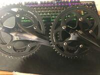 ロードバイクのクランクについてです。どちらがコンパクトクランクですか??