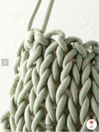 紐を探しています。 ネットや、手芸屋さんも回りましたが 見つからないのでご存知の方がいらっしゃったら 販売所を教えたいただきたいです。  よくあるアクリルの紐ではなく 写真のような、綿のような素材で、割...